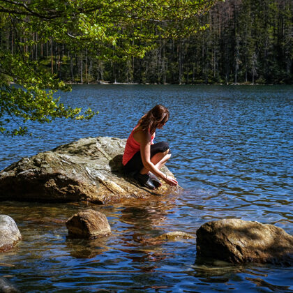 Čertovo jezero - Nachází se v Královském hvozdu na jihovýchodním svahu Jezerní hory ve vzd